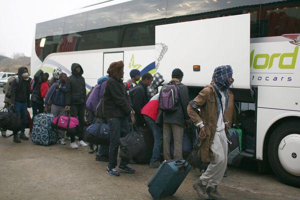 Un bus sur le départ à Calais ce lundi.