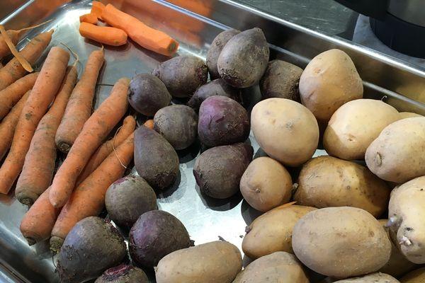 Mathieu Guibert essaiera plusieurs légumes avant de choisir son producteur. On appelle cela le sourcing.