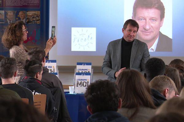 Yannick Jadot a parlé Europe et écologie avec les élèves du lycée Paul Claudel de Laon dans lequel lui-même a été scolarisé.