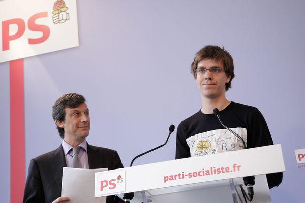 Thierry Marchal Beck (President du Mouvement des jeunes socialistes) et David Assouline lors d'un point presse au siege du Parti Socialiste à Paris (29 Avril 2013).