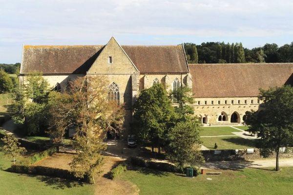 L'abbaye de l'Épau est soumise à une étude archéologique approfondie jusqu'à la fin octobre 2019.