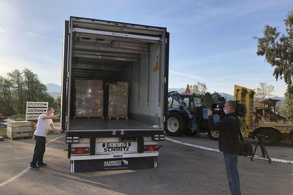 Les cartons ont été réceptionnés tôt ce matin, puis envoyés à la Caldnaniccia pour être désinfectés.