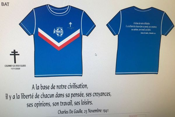 Le T-shirt collector créé pour la rencontre, avec la croix de Lorraine et une citation de De Gaulle.