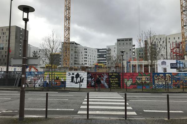 90 mètres de palissades investis par les street-artistes à Nantes