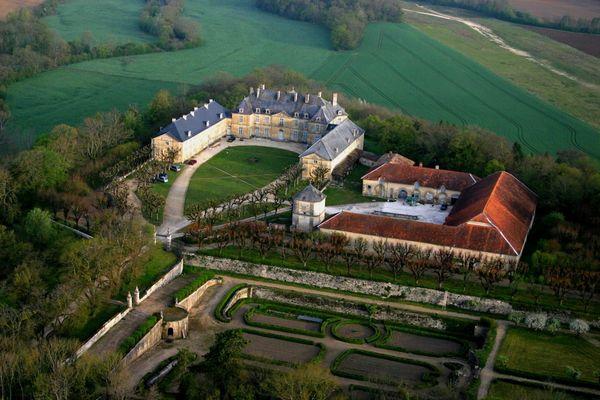 Construit dans le plus pur style du XVIIIe siècle, cet édifice demeure l'un des fleurons de l'architecture civile haut-marnaise.