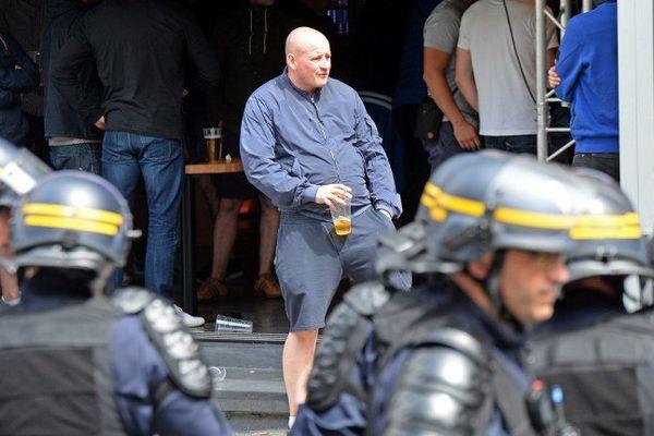Des supporters anglais surveillés de près à Lille.