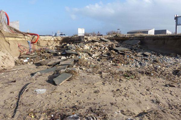 Les tempêtes et les fortes marées accélèrent l'érosion du littoral charentais-maritime.