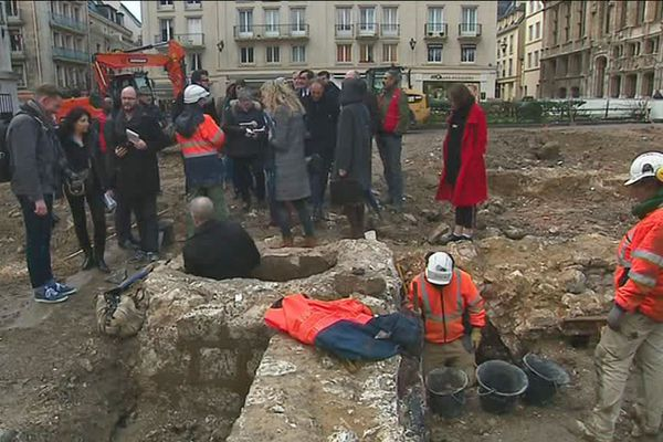 Le chantier de 3 semaines a lieu au pied de la cathédrale