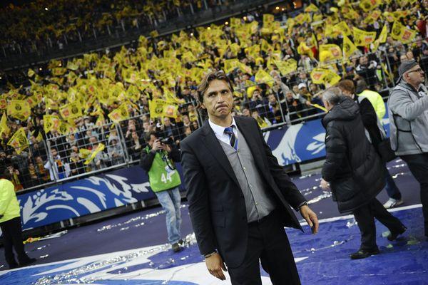 Le 28 avril 212, Régis Brouard saluait les supporters de Quevilly après la défaite 1-0 contre Lyon au Stade de France en finale de la Coupe de France.