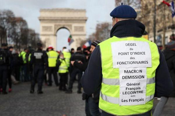 Un manifestant gilet jaune lors de la treizième journée de mobilisation, samedi 9 février. Photo prise avant midi.