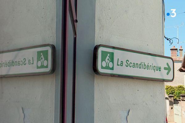 La Scandibérique traverse la France du Nord au Sud en passant par Paris.