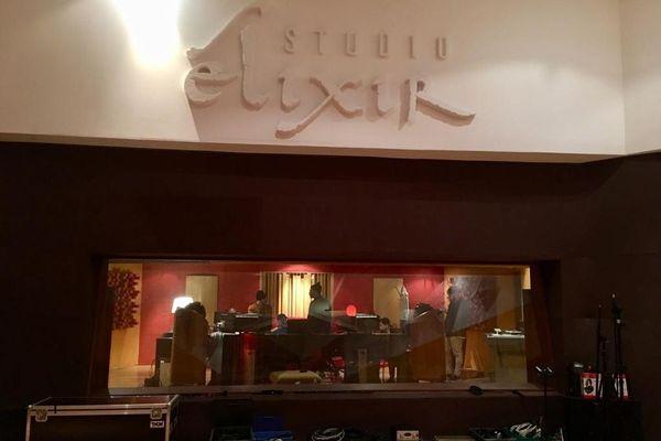 Dans ce studio toulousain les Berywam enregistrent leur premier album, véritable nouveauté dans le milieu du beatbox puisqu'il s'agit de créations musicales et non de reprises.