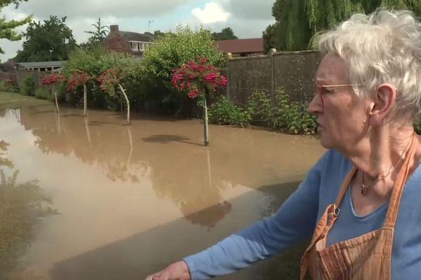 Françoise Baudelot a vu son terrain être envahi par la boue d'un seul coup.