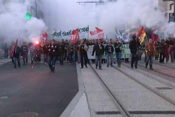 Les salariés de Michelin Jouè-lès-Tours dans la rue- 8 oct 2013