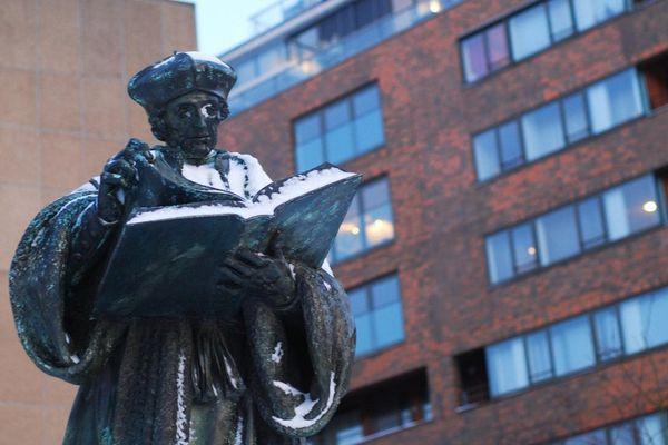 La statue d'Erasme, à Rotterdam.