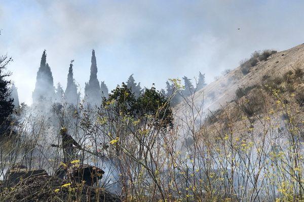 500m² de végétations ont brûlé ce lundi matin dans le quartier de Grammont à côté du Zénith de Montpellier - 21 août 2017