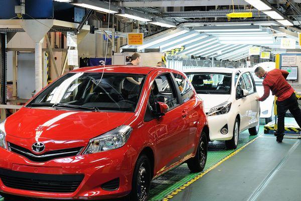 Une équipe de jour et une équipe de nuit de 1 000 personnes chacune se croiseront pour produire 1500 Toyota Yaris chaque semaine.