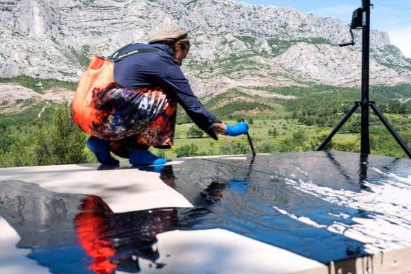Fabienne Verdier sur le motif - Montagne Sainte-Victoire 2018