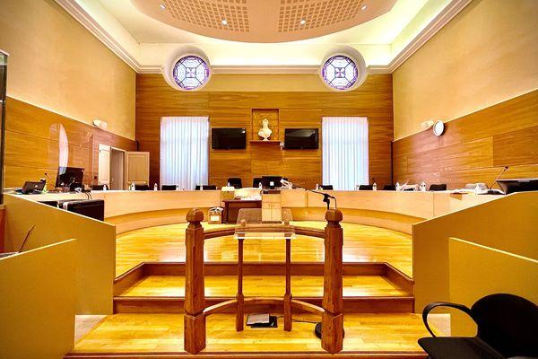 Le procès des braqueurs présumés de Peyrat-la-Nonière a débuté ce mercredi 27 janvier 2021 devant les Assises de la Creuse.