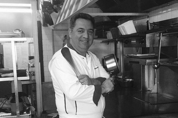 Didier Méril dans la cuisine de son hôtel-restaurant à Dinard