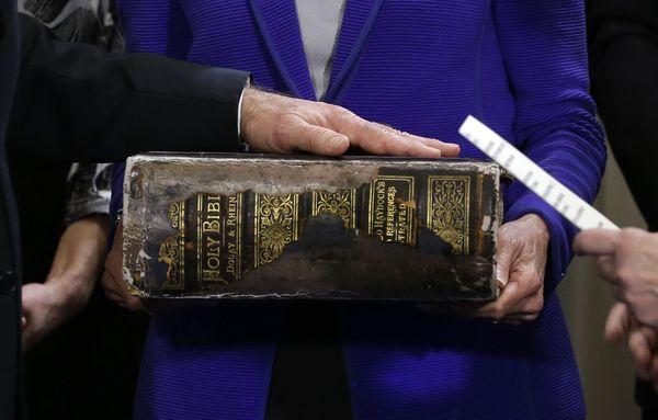 La bible familiale des Biden mesure près de 12,5 centimètres d'épaisseur.