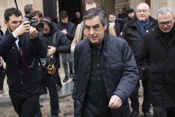 François Fillon juste avant d'aller voter, ce matin à Paris