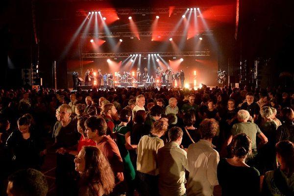 Les danseurs du festival de musique bretonne Yaouank le plus grand fest-noz de Bretagne à Rennes au Parc des Expositions de Bruz Saint-Jacques de la Lande (35) en Bretagne. 23/11/2019