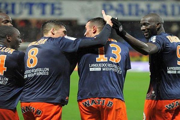 Montpellier - les équipiers de Skhiri le félicitent pour son 1er but - 27 février 2016.