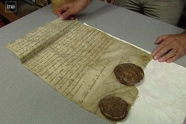 Document exceptionnel, la charte de fondation de l'abbaye, écrite en 1121, est conservée à la société historique de Soissons.