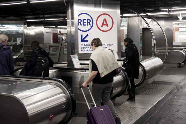L'entrée d'une gare du RER A.