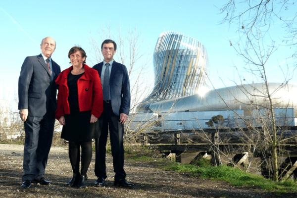 Alain Juppé, maire de Bordeaux, Sylvie Cazes, la présidente de la Fondation pour la Culture et les civilisations du vin et Bernard Farges, président du CIVB