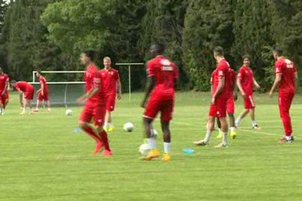 Le Nîmes Olympique à l'entraînement - archives