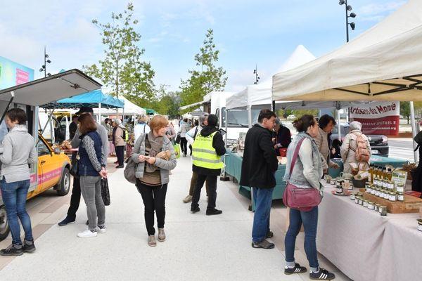 Le P'tit marché bio de Quetigny a lieu tous les samedis de 9h à 13h sur la place centrale Roger-Rémond.
