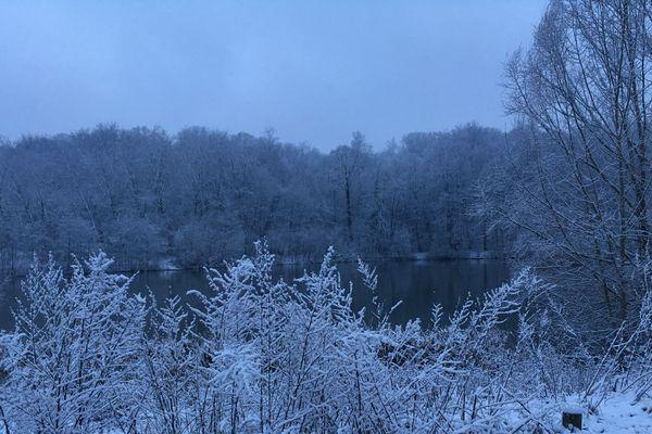l'Ile-de-France s'est réveillée sous un manteau blanc comme ici, à Meudon, dans les Hauts-de-Seine.