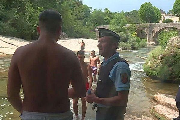 Ganges (Hérault) - les gendarmes en patrouille de sécurité et de prévention auprès des touristes - juillet 2018.