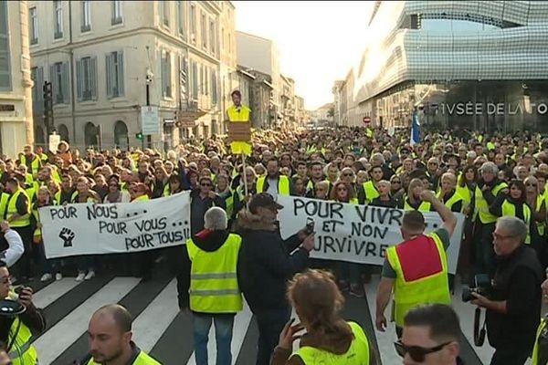 Des milliers de manifestants ont défilé dans les rues de Nîmes, à l'appel des gilets jaunes