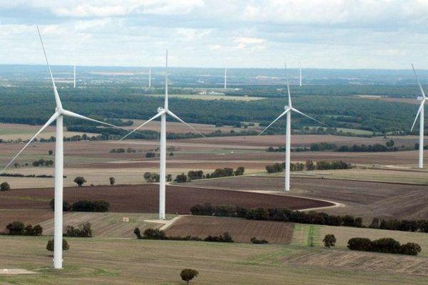 Parc d'éoliennes entre Poitiers et Angoulême.