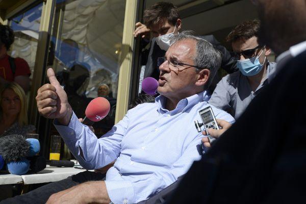 Le candidat du Rassemblement national Thierry Mariani au gymnase du Pontet, près d'Avignon dans le Vaucluse, lors du premier tour des élections régionales en Paca.