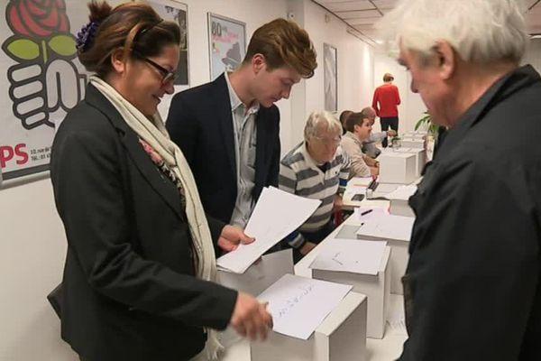 Les militants PS de l'Isère se sont déplacés jeudi soir pour voter.