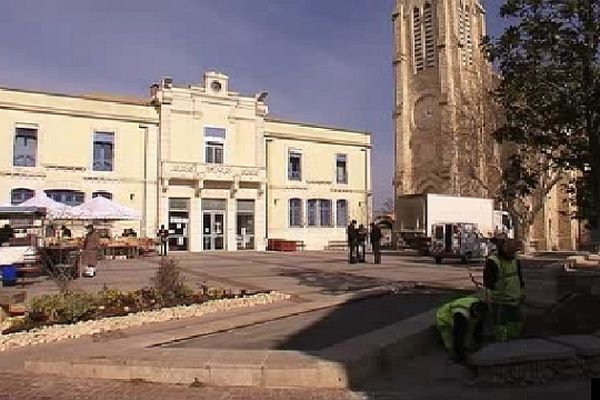 Pérols (Hérault) - la place de la mairie - 25 février 2013.