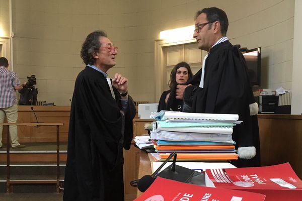 Les avocats de la défense et de la partie civile.