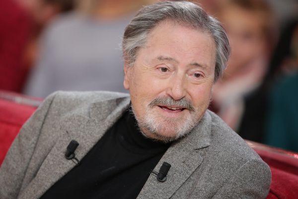 Victor Lanoux sur le plateau de Vivement Dimanche, en novembre 2014