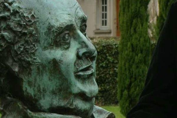 Statue de Jacques Villeret à Loches