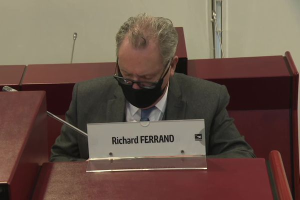 Richard Ferrand, présent dans l'hémicycle du Conseil régional de Bretagne a dû quitter la session car considéré comme cas contact d'Emmanuel Macron