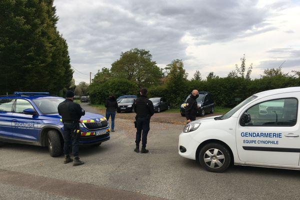 Evacuation d'un squat à Cagny  ce 20 octobre au matin. 7 familles s'étaient installées depuis septembre dans 3 maisons.