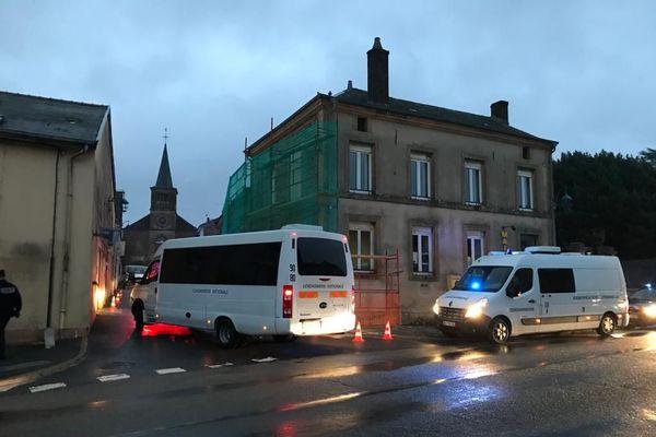 Le ballet des véhicules de gendarmes revient à Ville-sur-Lumes, en fin d'après-midi, le mardi 27 octobre après la visite d'un marais...