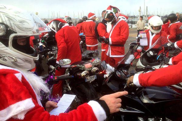 800 motards partcipent à la traditionelle balade des Pères Noël en Vendée