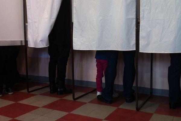 ILLUSTRATION - Vote en Corse du sud, dimanche matin