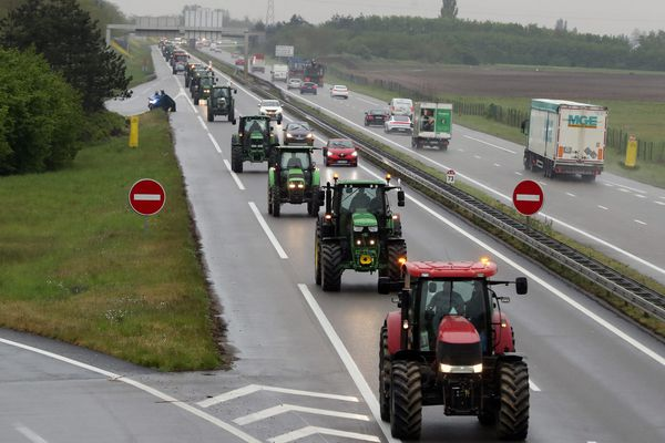 1.500 tracteurs venus du sud et du nord de l'Alsace mais aussi de la Lorraine et de la Champagne-Ardennes sont arrivés à Strasbourg en fin de matinée ce 30 avril