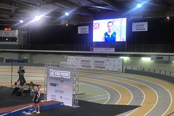 C'est la troisième meilleure performance de sa carrière, Renaud Lavillenie a franchi la barre des 6,06 mètres, samedi 27 février au Stadium Jean-Pellez, à Clermont-Ferrand, dans le Puy-de-Dôme. Un record qu'il a réalisé lors de la 6e édition du All Star Perche.